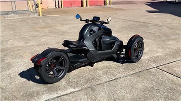 庞巴迪摩托车